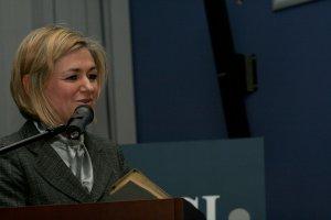 Absolwentom gratulowała wicemarszałek Senatu RP Krystyna Bochenek