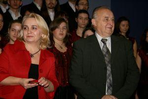 Podczas spotkania rektor Janeczek wręczył pani Elwirze Kabat-Georgiejewej Srebrną Odznakę za Zasługi dla Uniwersytetu Śląskiego oraz panu Tadeuszowi Kijonce Złotą Odznakę za Zasługi dla Uniwersytetu Śląskiego