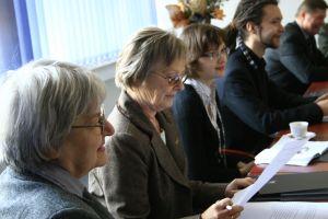 Prof. zw. dr hab. Zofia Ratajczak i prof. dr hab. Olga Wolińska podczas sesji