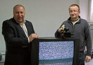 Najlepszym reżyserem filmu dokumentalnego został Tomasz Jurkiewicz w WRiT za etiudę 'Radioakcja'. Na zdjęciu ze swoim profesorem Jerzym Stuhrem