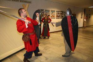 Pokaz walk średniowiecznych wojów