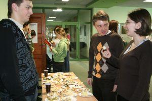 Poczęstunek francuski Studenckiego Romanistycznego Koła Literaturoznawczego w budynku rektoratu