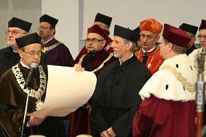 20 maja 2008 r. w auli Wydziału Nauk o Ziemi UŚ odbyła się uroczystość nadania tytułu doktora honoris causa prof. Jonowi Ove Hagenowi