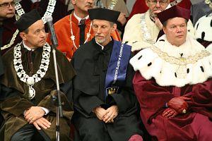 Od lewej: prodziekan WNoZ ds. nauki prof. UŚ dr hab. Andrzej Kowalczyk, prof. Jon Ove Hagen, JM Rektor UŚ prof. zw. dr hab. Janusz Janeczek