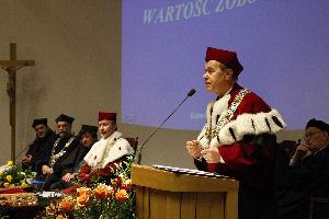 Listy gratulacyjne odczytał prorektor UŚ ds. nauki i współpracy z gospodarką prof. dr hab. Andrzej Kowalczyk