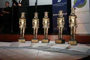 15 stycznia w katowickim Kinoteatrze Rialto odbyła się uroczysta gala wręczenia nagród środowiskowych Laur Studencki. Studenci Uniwersytetu Śląskiego przyznali statuetki osobom i instytucjom, które w ostatnim roku szczególnie przyczyniły się do rozwoju i upowszechniania kultury studenckiej
